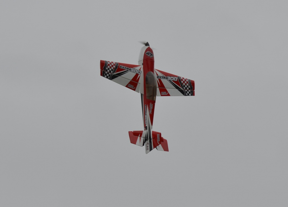 extra 300 hover